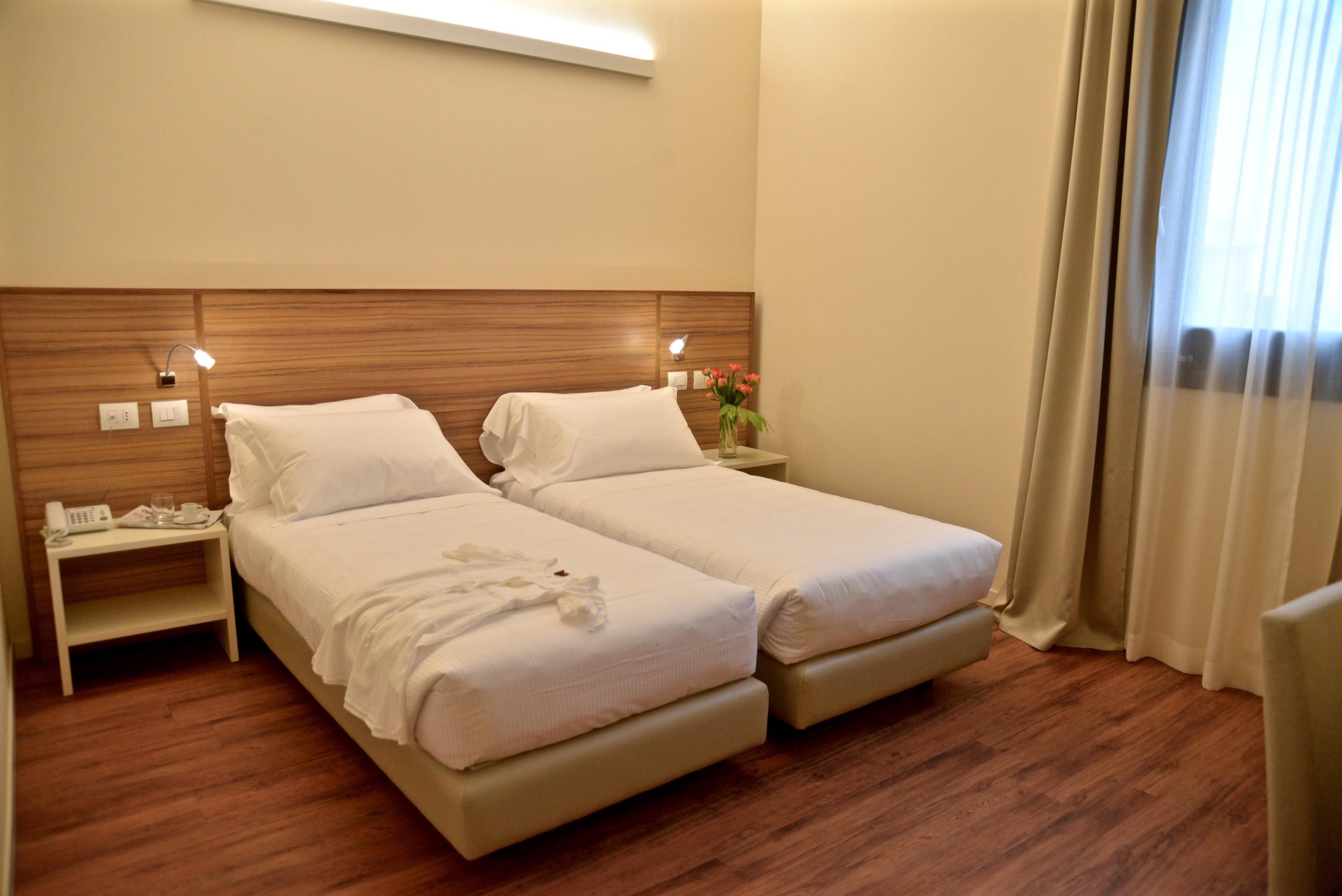 chambre lits jumeaux hotel forum milano. Black Bedroom Furniture Sets. Home Design Ideas